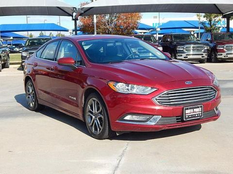 Pre-Owned 2017 Ford Fusion Hybrid SE | LEATHER | GREAT GAS MILEAGE